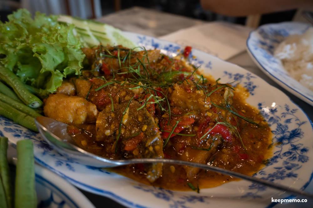 ร้านเด็ดภูเก็ต ร้านตู้กับข้าว น้ำพริกกุ้งเสียบ หมูฮ้อง อาหารพื้นเมืองของชาวภูเก็ต