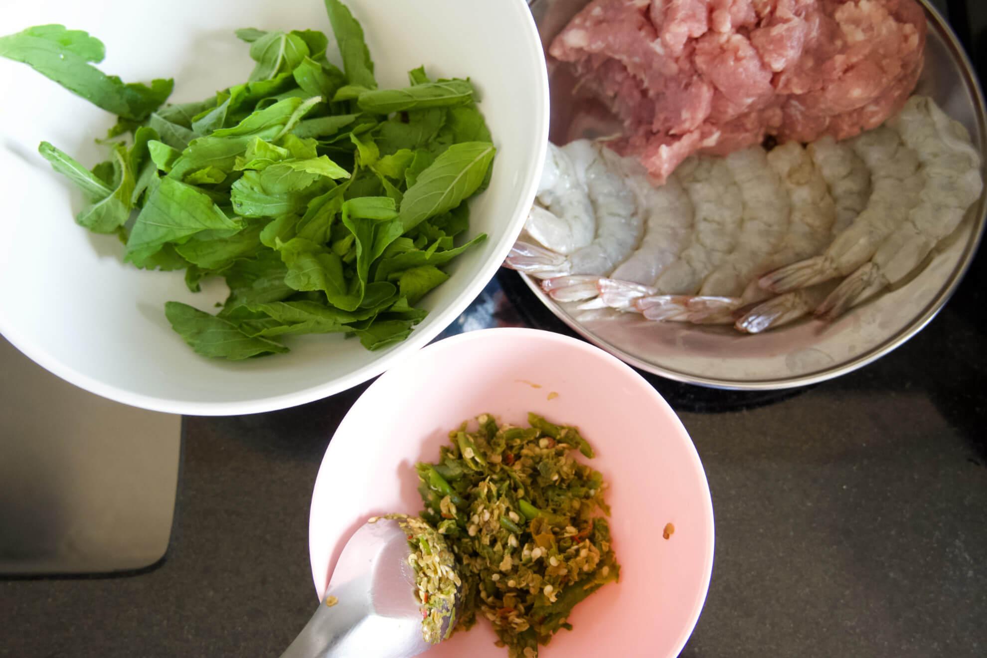 วันหยุด เข้าครัว ทำกับข้าวกินกัน อร่อย เมนูง่ายๆ กระเพราหมูสับ
