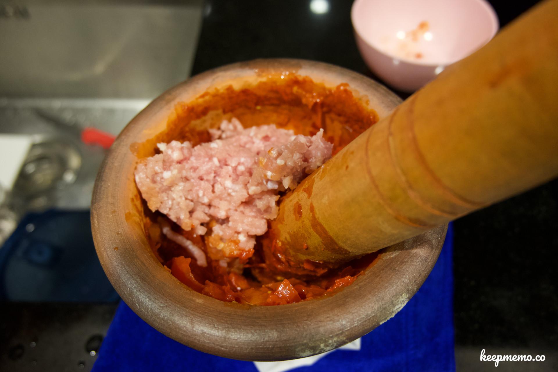วันนี้เรามาเข้าครั้วทำ น้ำพริกอ่อง  (Northern Thai Chilli Dip)